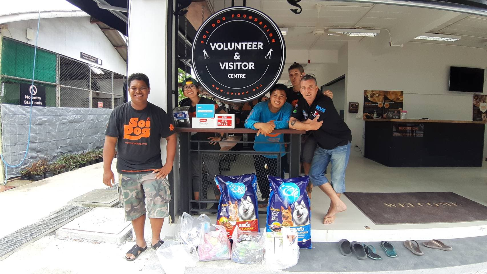 Rawai Pool League Donate food, medecine etc to Soi Dog Foundation